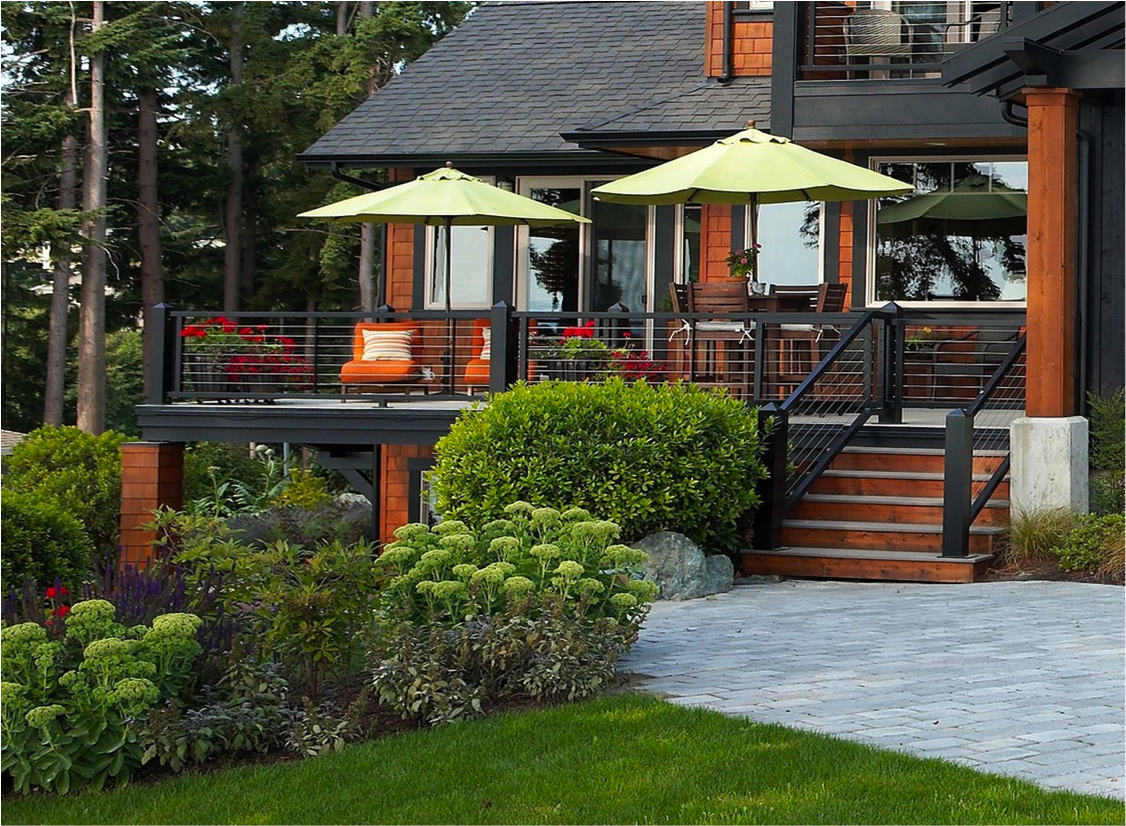 10 beautiful decks homespree for Exterior deck design