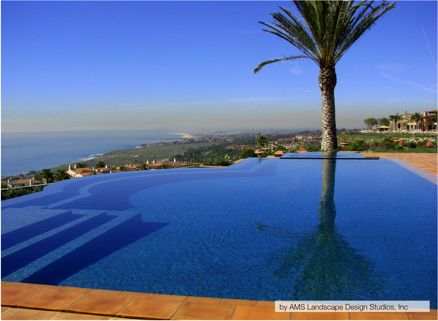 10 of the most stunning infinity pools homespree for Infinity swimming pools pictures