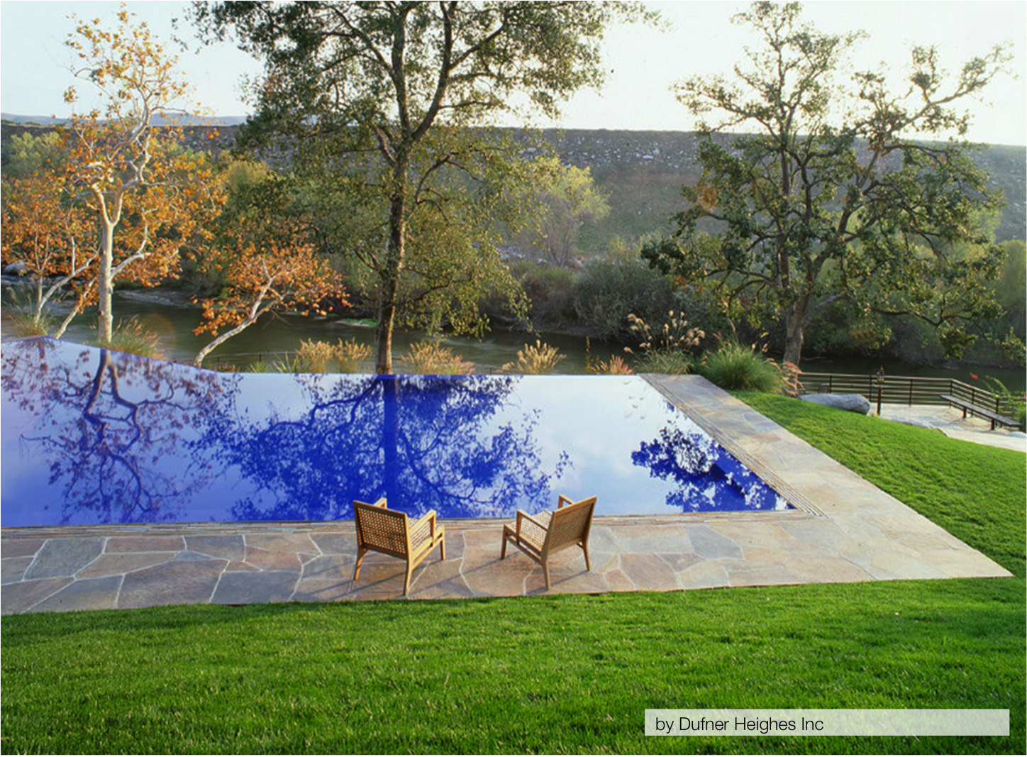 10 of the most stunning infinity pools homespree for Pictures of backyard pools